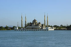 Кристаллическая мечеть в Teregganu, Малайзии стоковое изображение rf