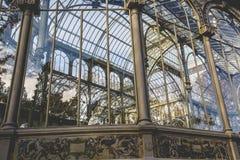 Кристаллический дворец (Palacio de cristal) в парке Retiro, Мадриде, Испании стоковые фотографии rf