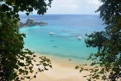 Кристаллический пляж моря в Фернандо de Noronha Стоковое фото RF