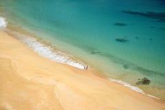 Кристаллический пляж моря в Фернандо de Noronha Стоковое Изображение RF