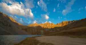 Кристаллическое озеро на пропуске Колорадо Ophir захода солнца Стоковые Изображения RF