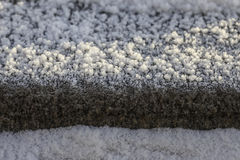 Кристаллы заморозка на поверхностном камне гранита Стоковая Фотография