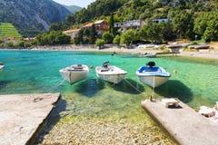 Кристл - ясное Адриатическое море на полуострове Peljesac, Далмации, Хорватии стоковое изображение rf