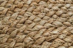 Крис кросс с основами соломы, сумка предпосылки с соломой, handmade, ремеслом Текстура покрашенного конца сумки соломы вверх прот стоковые изображения