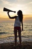кричать мегафона девушки Стоковое Фото