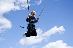 Кричащий скача мальчик Стоковое Фото