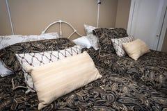 Кровати и подушки Стоковые Фото