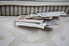 кровать вниз стоковые фотографии rf