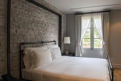 Кровать в гостиничном номере дела Стоковые Изображения