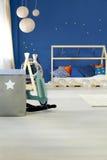 Кровать в комнате детей стоковое фото rf