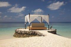 Кровать в Мальдивах Стоковые Изображения