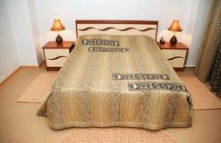 Кровать в спальне Стоковое Изображение RF