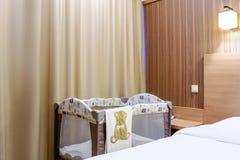 Кровать младенца для новорождённых стоковые фотографии rf