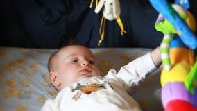 кровать младенца акции видеоматериалы