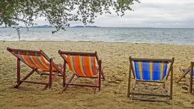 Кровать пляжа на пляже стоковое изображение rf