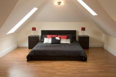 кровать смотря славна стоковая фотография rf