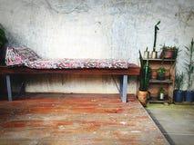 кровать старая стоковая фотография