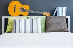 Кровать с изголовьем Стоковое Изображение