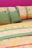 кровать цветастая Стоковое фото RF