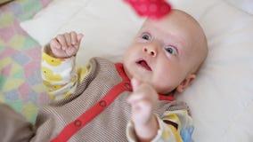 кровать newborn акции видеоматериалы