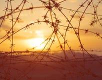 кровопролитный заход солнца Египета Израиля граници стоковая фотография