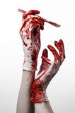 Кровопролитные руки в перчатках с скальпелем, белой изолированной предпосылкой, доктором, убийцей, маниаком Стоковые Фотографии RF