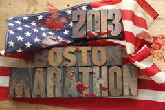 Кровопролитный американский флаг с словами марафона Бостона Стоковое Фото