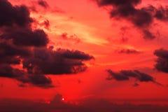 Кровопролитный заход солнца Стоковое фото RF