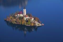 Кровоточенное озеро осен стоковая фотография