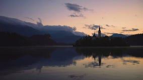 Кровоточенное озеро, Словения с церковью St Marys предположения на небольшом видео острова акции видеоматериалы