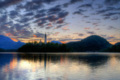 кровоточенное утро озера острова церков предыдущее Стоковое Изображение RF