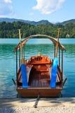 Кровоточенные шлюпка и озеро, Словения Стоковые Изображения