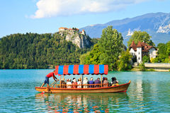 Кровоточенные шлюпка и озеро, Словения Стоковая Фотография RF
