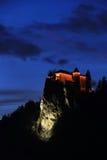 Кровоточенный замок ночью стоковые фото