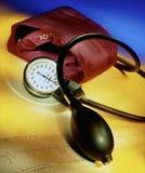 Кровяное давление - сфигмоманометр стоковые изображения