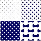 Кройте голубой и белый комплект черепицей картины вектора с точками и смычками польки Стоковая Фотография RF