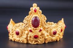 Крона - деталь очень вкусного роскошного именниного пирога Стоковые Фото