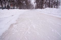 Крона переулка Предпосылка снега, лед поцарапала коньки стоковое изображение rf