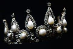 Крона с большими жемчугом и диамантом стоковые фотографии rf