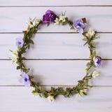 Крона цветка на деревянной предпосылке Стоковые Фотографии RF