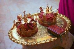 Кроны золота для wedding и библии Стоковое Изображение