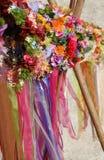 Кроны красочных цветков в средневековом торжестве стоковые изображения