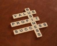 Кроссворд с словами оценивает, приносит пользу, дело Успех внутри стоковое изображение rf