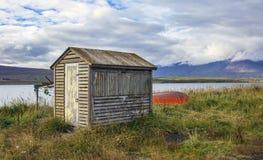 Крошечная исландская лачуга рыбной ловли стоковая фотография rf