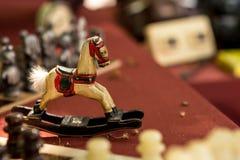 Крошечная красочная винтажная деревянная лошадь стоковое фото rf