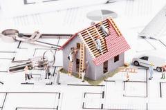Крошечные дома строения людей для архитектурноакустических планов Концепция  Стоковые Изображения RF