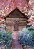 Крошечный дом школы в каньоне Юты стоковые фотографии rf