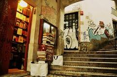 Крошечный книжный магазин в Lisbonne стоковые фотографии rf