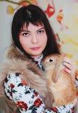 Кролик девушки и пигмея Стоковые Изображения RF