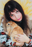 Кролик девушки и пигмея Стоковое Изображение RF
